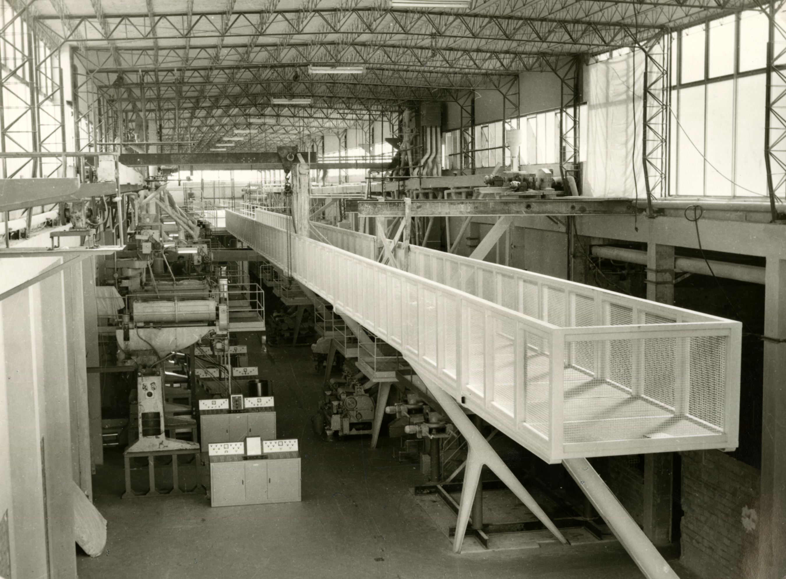 An inner view of the second floor of the Barilla plant at Barriera Vittorio Emanuele with the continuous presses [ASB, O, Stabilimenti, Photo by Carra].