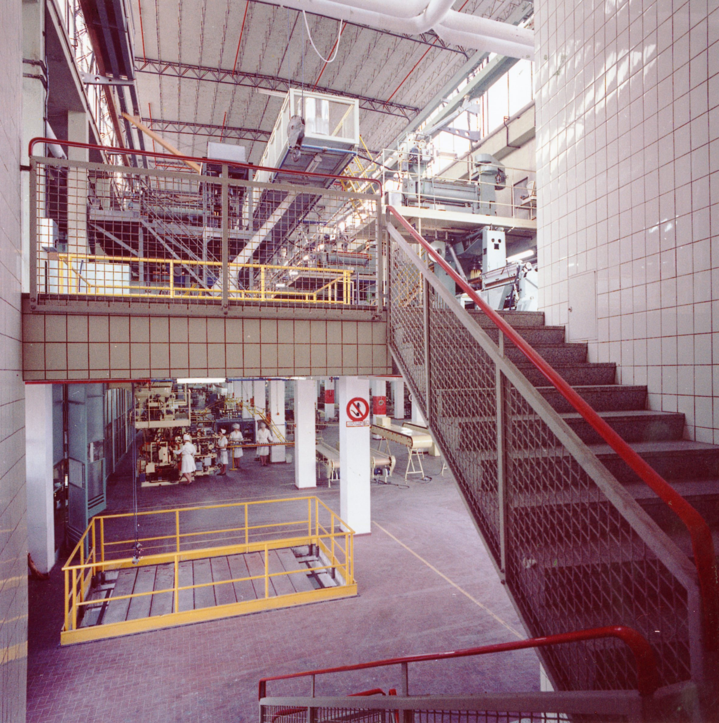An inner view of the first and second floor of Barilla plant at Barriera Vittorio Emanuele in a photograph by Bruno Vaghi of the early 1960s [ASB, O, Plants].