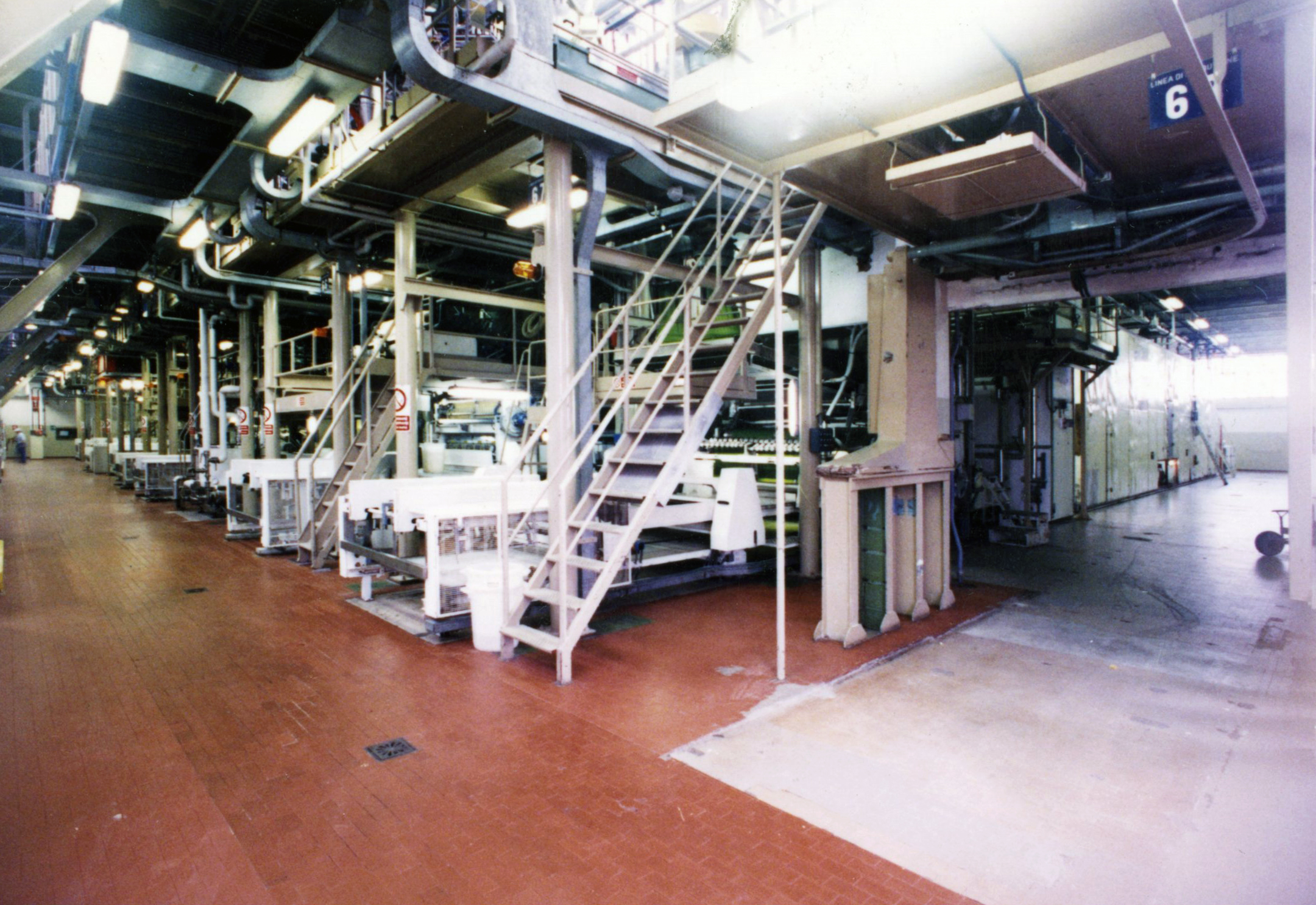 Kinta Kimura, a view of the second floor of Barilla plant with the presses in a photo of February 1995 [ASB, O, Plants].