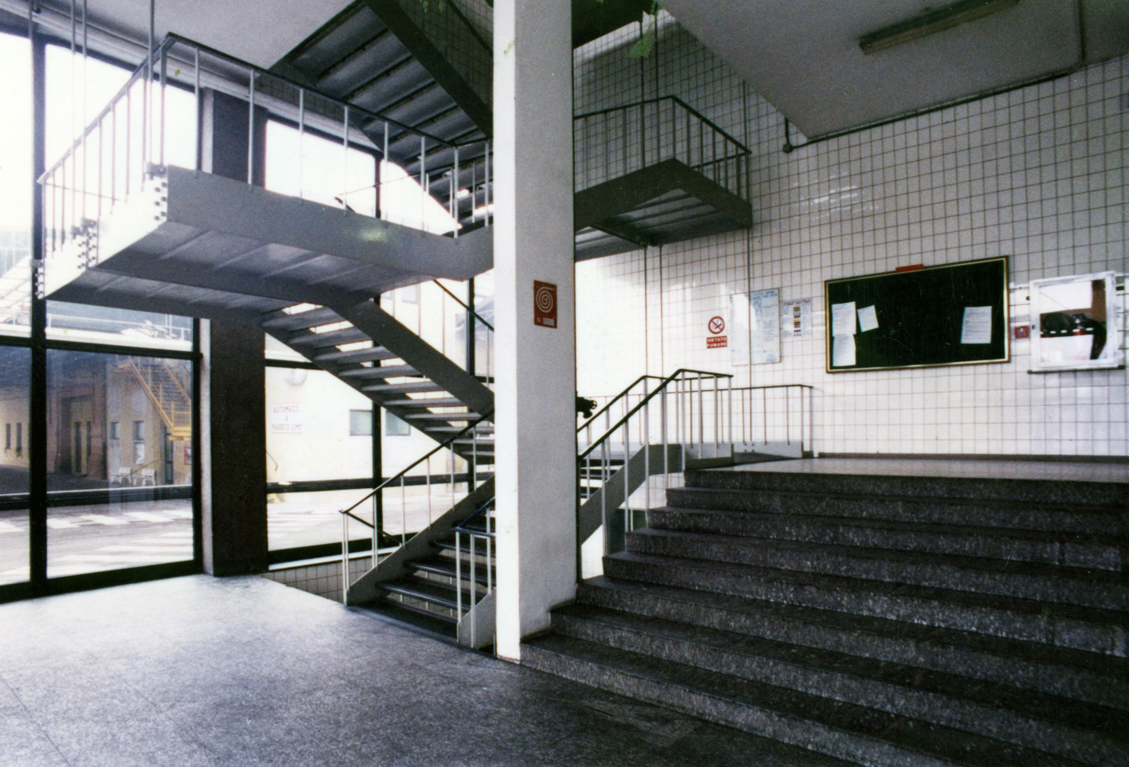 Kinta Kimura, a view of the entrance of glass with the stairway located in the North-Western area along the inner courtyard in a photo of February 1995 [ASB, O, Plants].