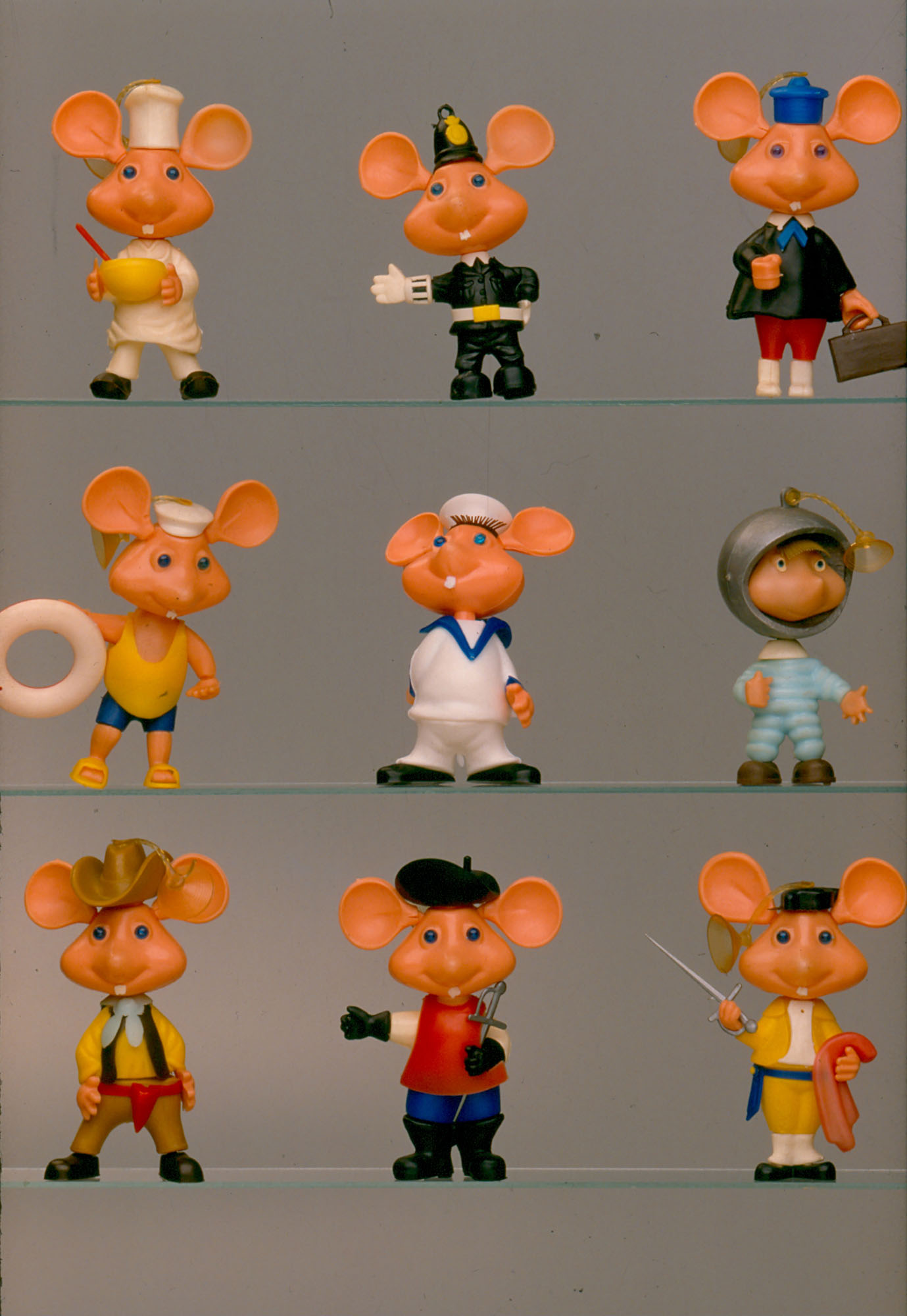 Some of the plastic Topo Gigio action figures offered as a gift with Pavesini in 1966