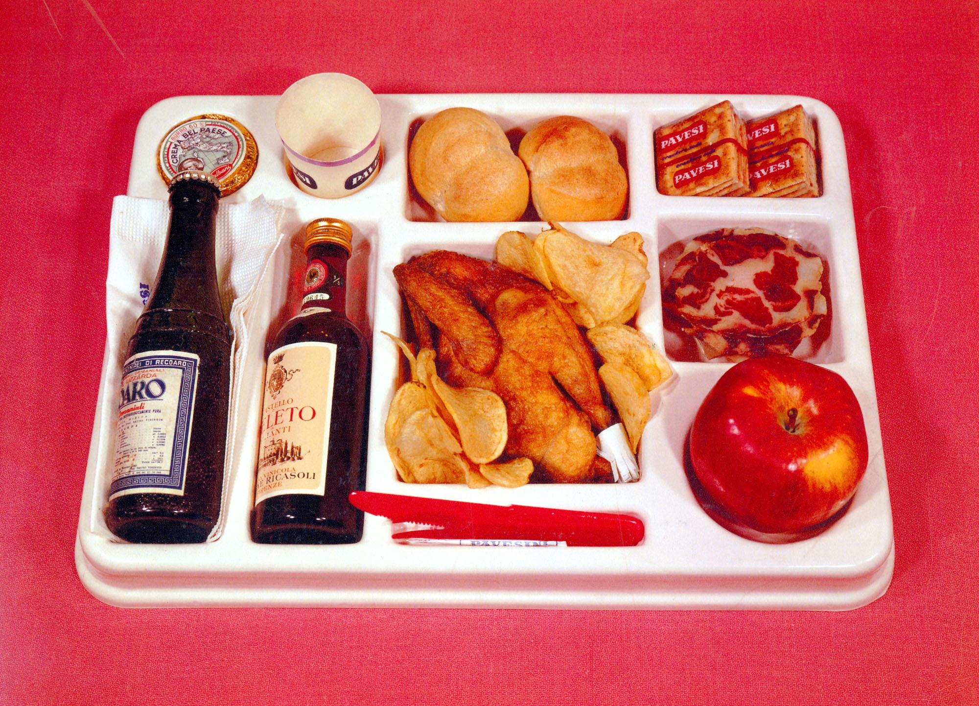 Foto del vassoio preformato col menù completo del pranzo in Autogrill