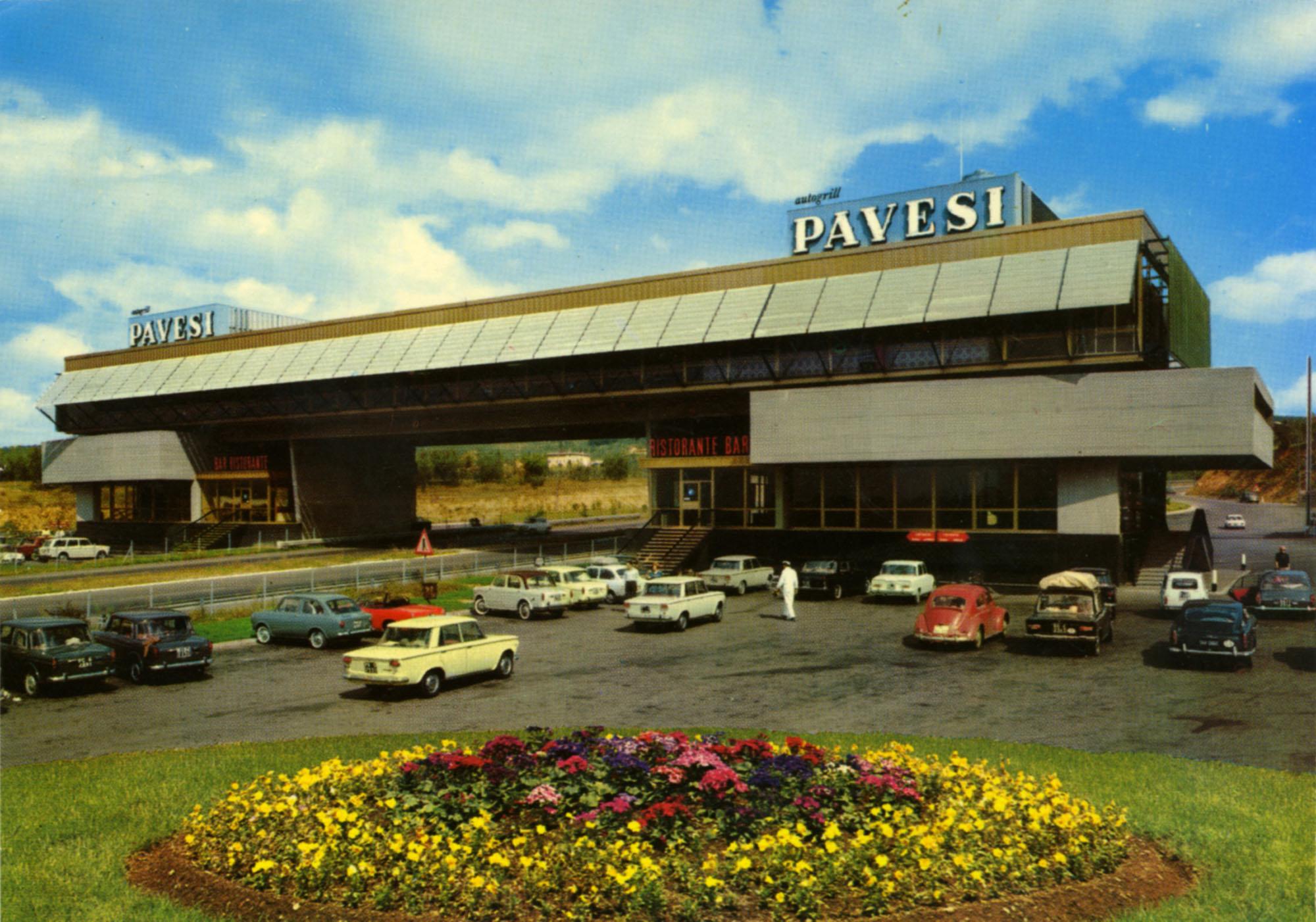 Pavesi Service Station postcard - Chianti