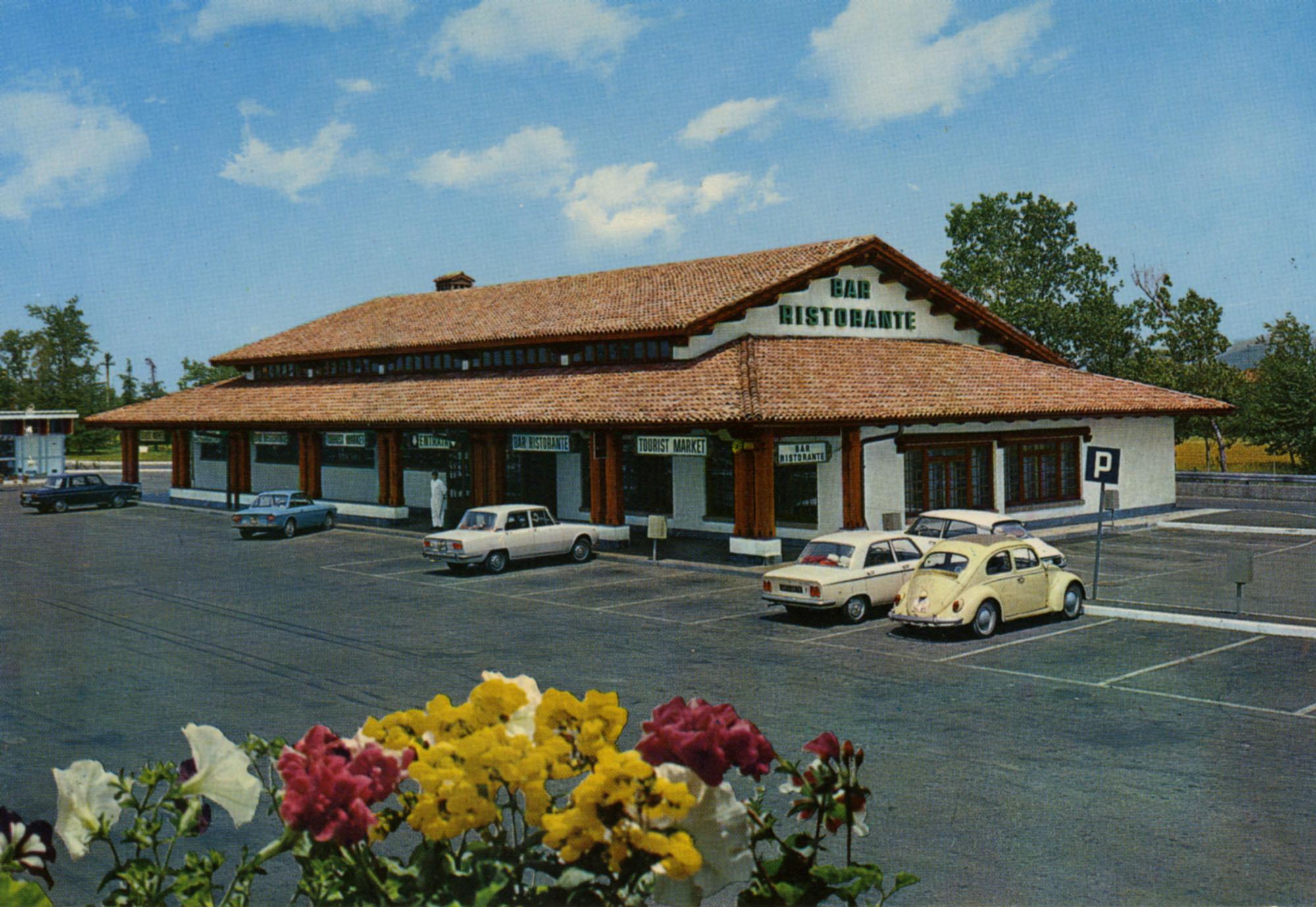 Pavesi Service Station postcard - Novi Ligure Est